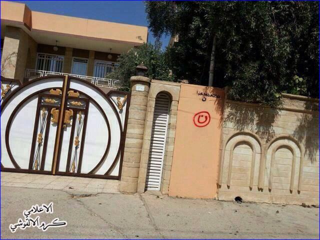"""The Arabic letter """"n"""" (inside red circle), signifying """"Nasrani"""" (Christian), on a Christian home in Mosul."""
