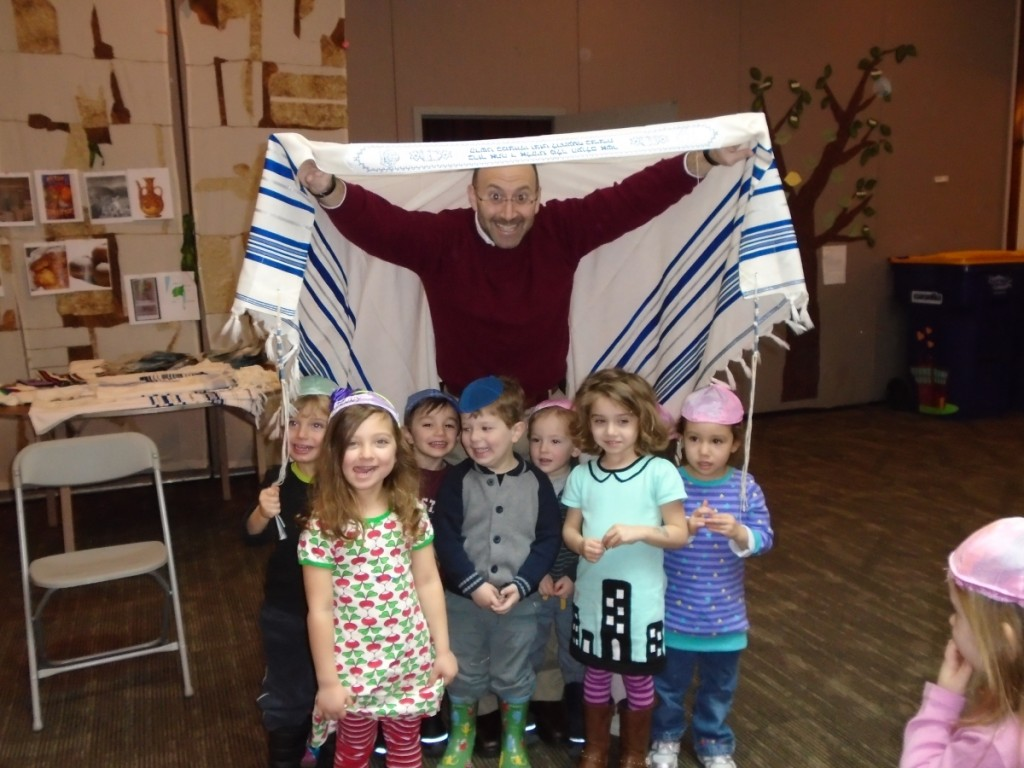 photo of Rabbi Lerner and Billy Dalwin Pre-Schoolers