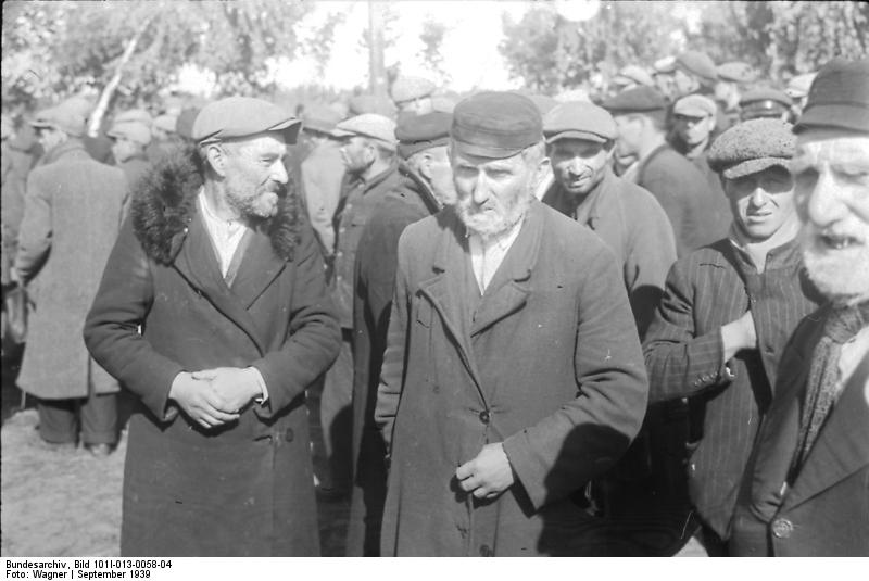 In the 1920s and early 1930s, many German anti-Semites claimed that they had nothing against German Jews.  Their ire -- so they claimed -- was directed 'just' at 'Ostjuden', the 'uncouth' Eastern Jews fleeing persecution in Russia and Poland. [Bundesarchiv, Bild 101I-013-0058-04 / Wagner / CC-BY-SA]