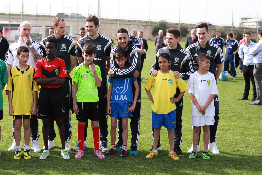 Jewish and Arab kids on the Equalizer programme meet the Wales national team.