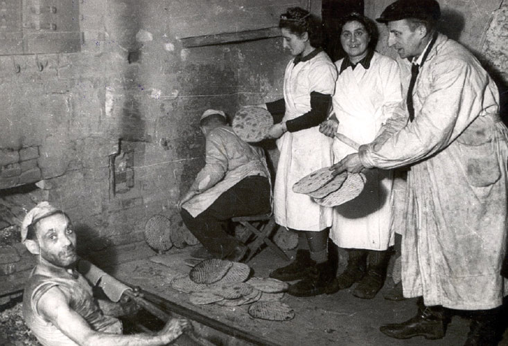 matza baking in lodz ghetto