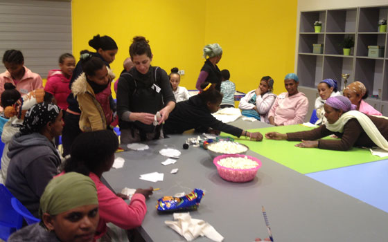 Kiryat Bialik: An art session for Ethiopian mothers and daughters to strengthen family bonds.