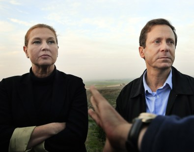 Livni & Herzog visit the Gaza border (AP/Tsafrir Abayov)