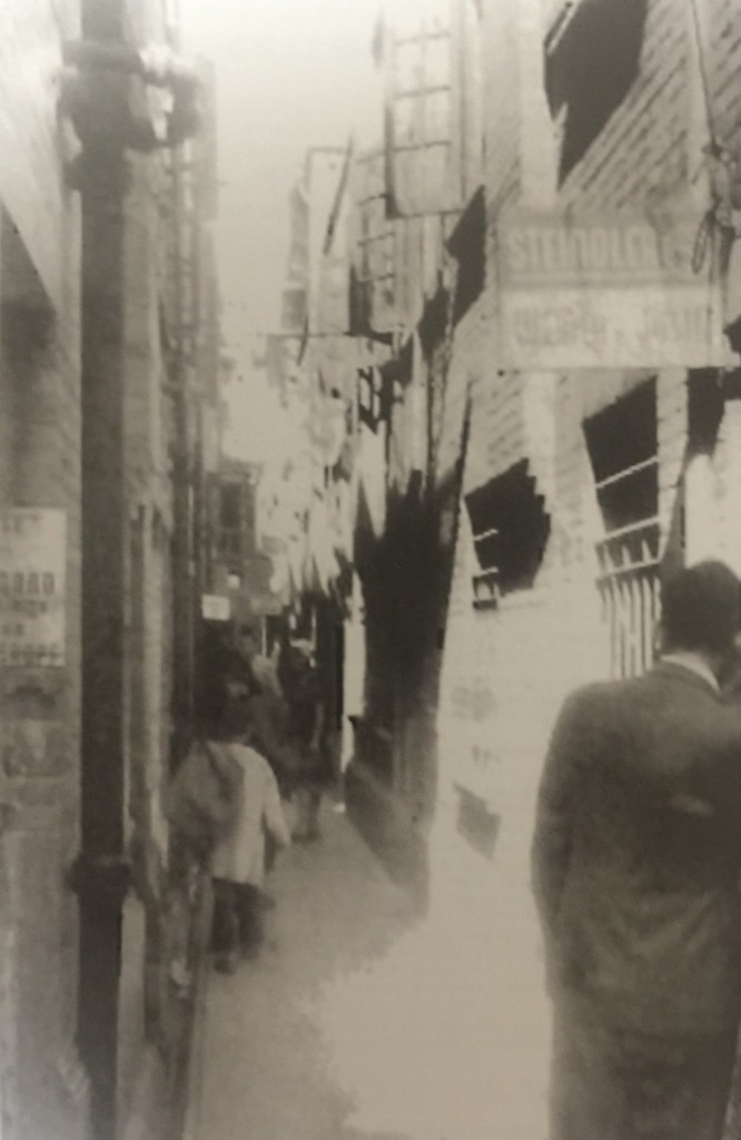 A by-lane in Hongkew (Photo Credit: CC - BY Passage Through China, The Jewish Communities of Harbin, Tientsin and Shanghai, The Nahum Goldmann Museum of the Jewish Diaspora)