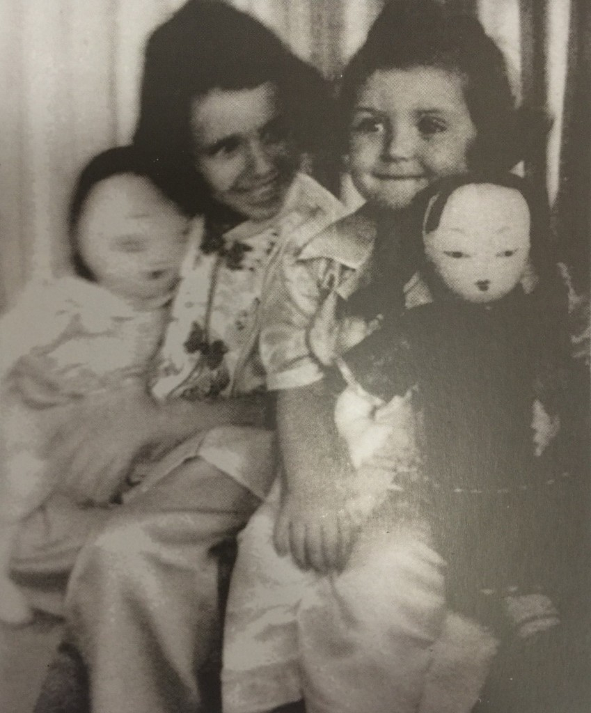 Noemi and Dagmar with Chinese dolls and dressed in Chinese clothes. Their parents came to Shanghai from Germany as Jewish refugees (Photo Credit: CC - BY Noemi Dalidakis, Shanghai Jewish Refugees Museum)