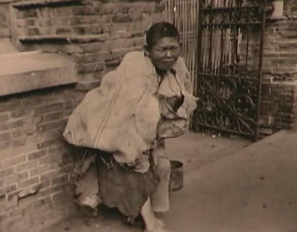 Poor Chinese lived in HongKew Ghetto (Photo Credit: CC - BY Shanghai Jewish Refugees Museum)