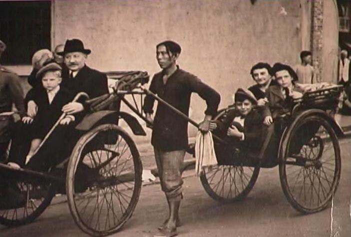 Jewish refugees in the rickshaw (Photo Credit: CC - BY Shanghai Jewish Refugees Museum)