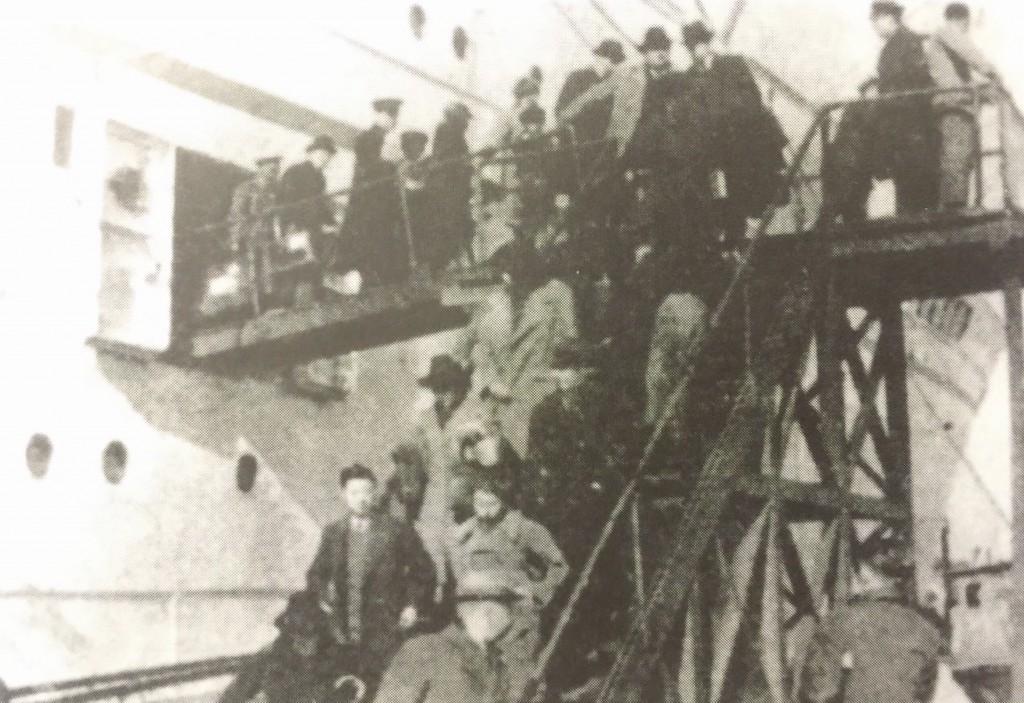 Jewish Refugees disembarking (Photo Credit: CC - BY Shanghai Jewish Refugees Museum)