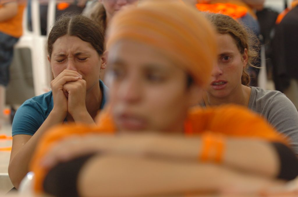 Settlers cry and pray during the disengagement from Gush Katif on August 18, 2005 (photo credit: Nati Shohat/Flash90)
