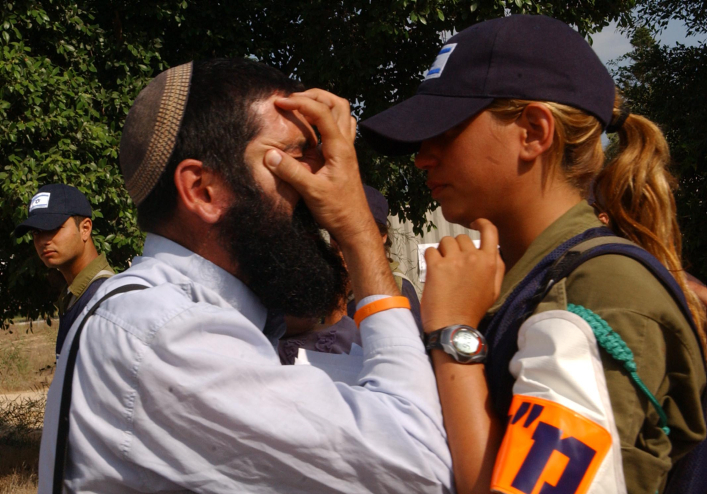 A Jewish settler argues with a female soldier during the disengagement from the Gaza Strip on August 17, 2005. (photo credit: Yossi Zamir/ Flash90)