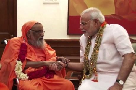 Swami Dayananda Saraswati and Prime Minister of India Narendra Modi