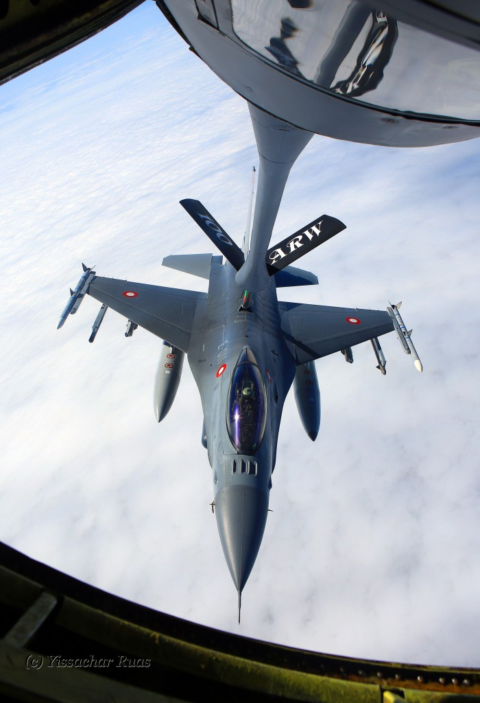 USAF KC-135 Tanker in action refueling an F-16 © Yissachar Ruas