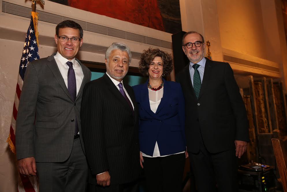R-Carlos Sada, Mexico consul general, Honorees Dina Siegel and Dr. David Lizárraga, David Siegel Israel consul general-Photo curtesy Israel consulate
