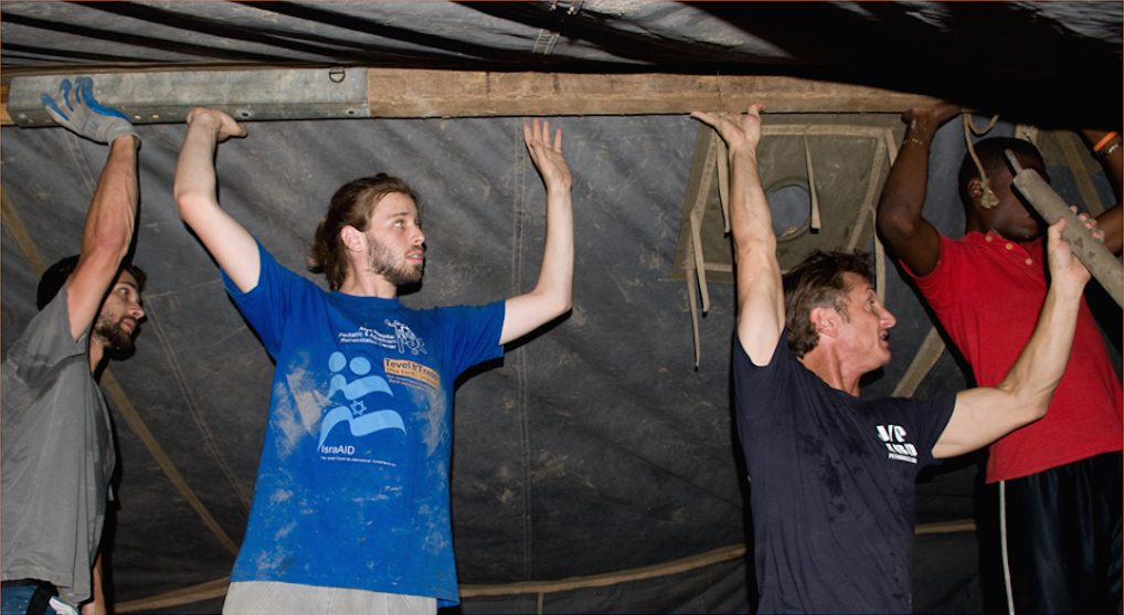Actor Sean Penn with Israeli volunteers from Tevel B'tzedek in Haiti (courtesy)