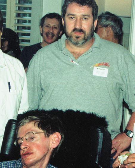 (Yoeli Kaufman and Stephen Hawking at Kip Thorne's home.)