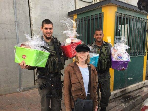 Delivering baskets to the soldiers protecting Jerusalem
