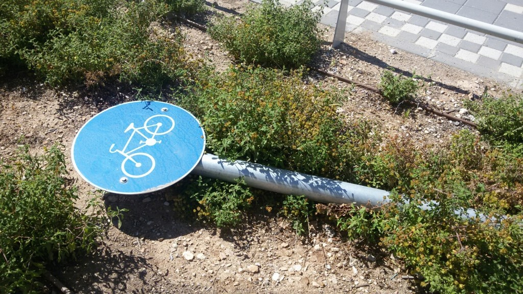fallen bike sign_resized