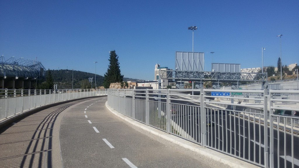 ped bridge to mall begin view