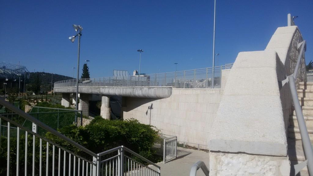 stairs to ped bridge (northern end of katamonim)