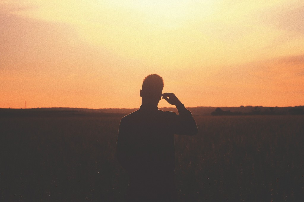 https://pixabay.com/en/sunset-dusk-silhouette-shadow-926723/