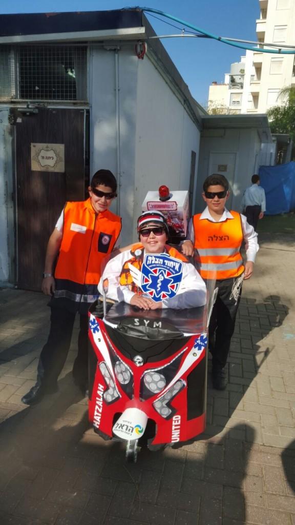 Yehuda and his friends at school dress up as United Hatzalah volunteers (Credit: United Hatzalah)