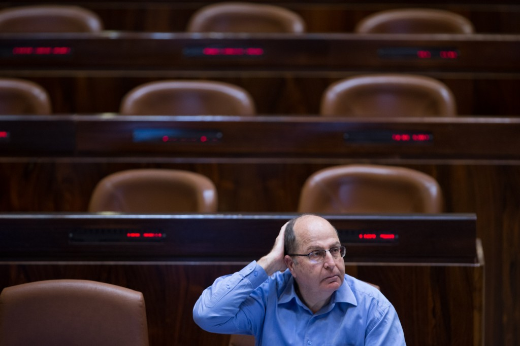 Defense Minister Moshe Ya'alon remembers he forgot to brush his hair before leaving for the Knesset. (Yonatan Sindel/Flash90)
