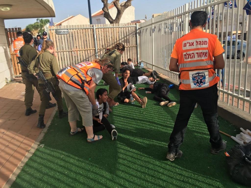 United Hatzalah EMTs and IDF medics work together during the MCI drill last week in Sderot