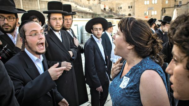 Ultra Orthodox Protesters at Robinson's Arch in conflict with worshippers (Photo Credit: Emil Salman)