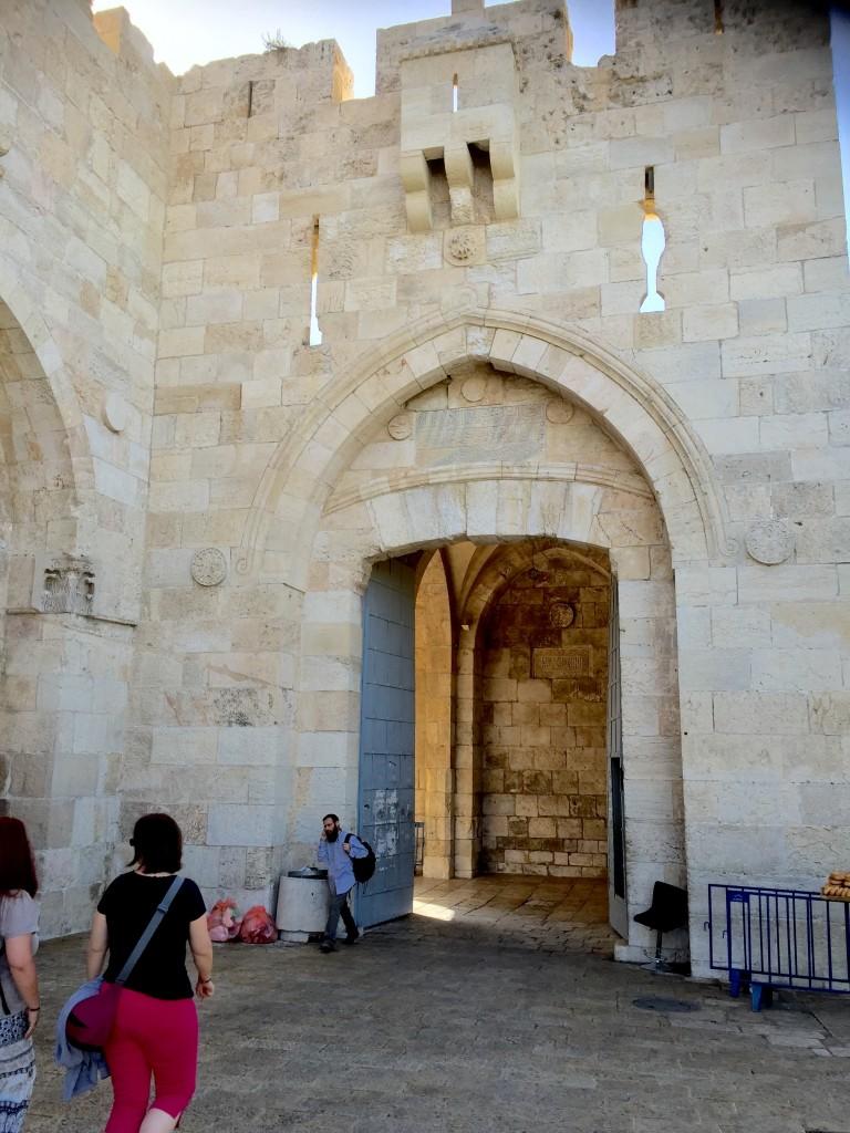 90-degree turn inside Jaffa Gate