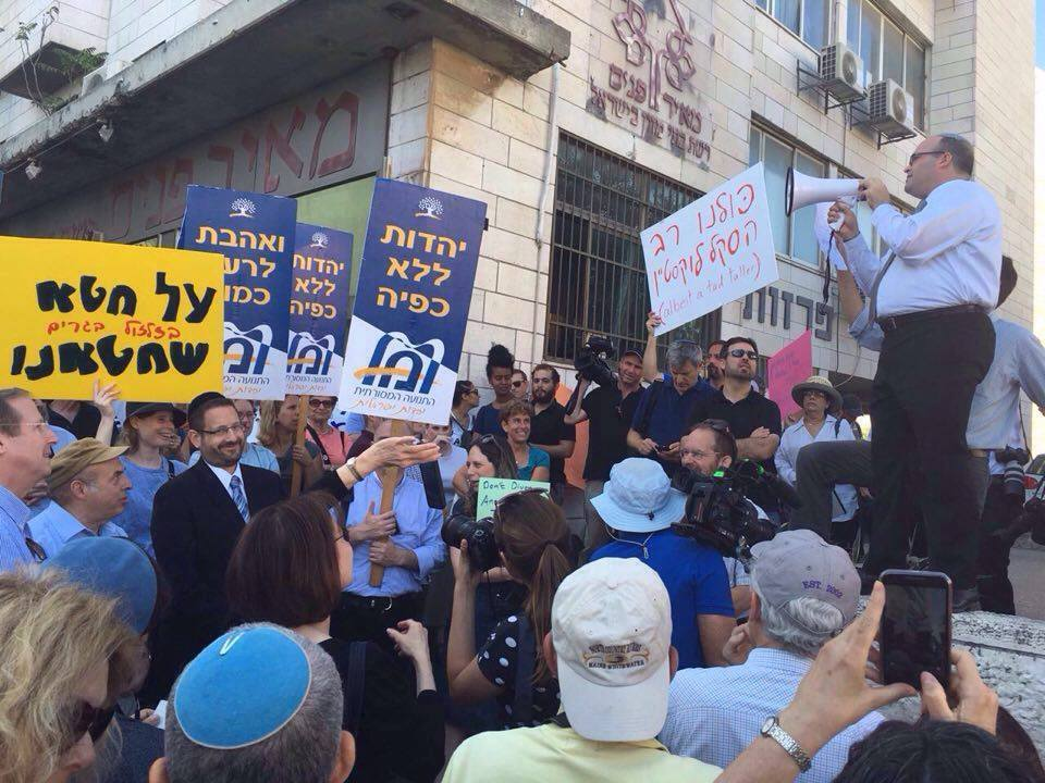 Rally in Jerusalem on behalf of the acceptance of Rabbi Lookstein's conversions