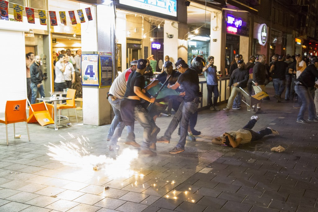 Ethiopian protest against police brutality. Tel Aviv, May 2015 (Activestills)