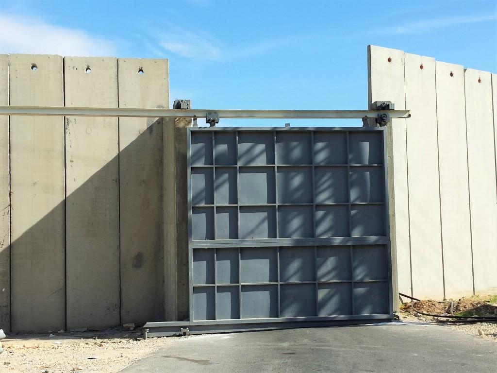Closed checkpoint, near Jerusalem, Nov. 2015