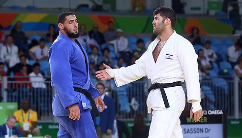 Egyptian refuses to shake hands with Israeli