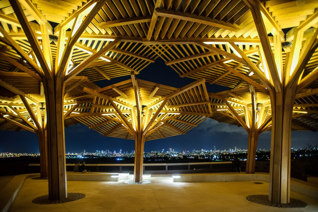 A spectacular view of the glittering Tel Aviv skyline, as seen from the park's pavilion (Niv Mosman)