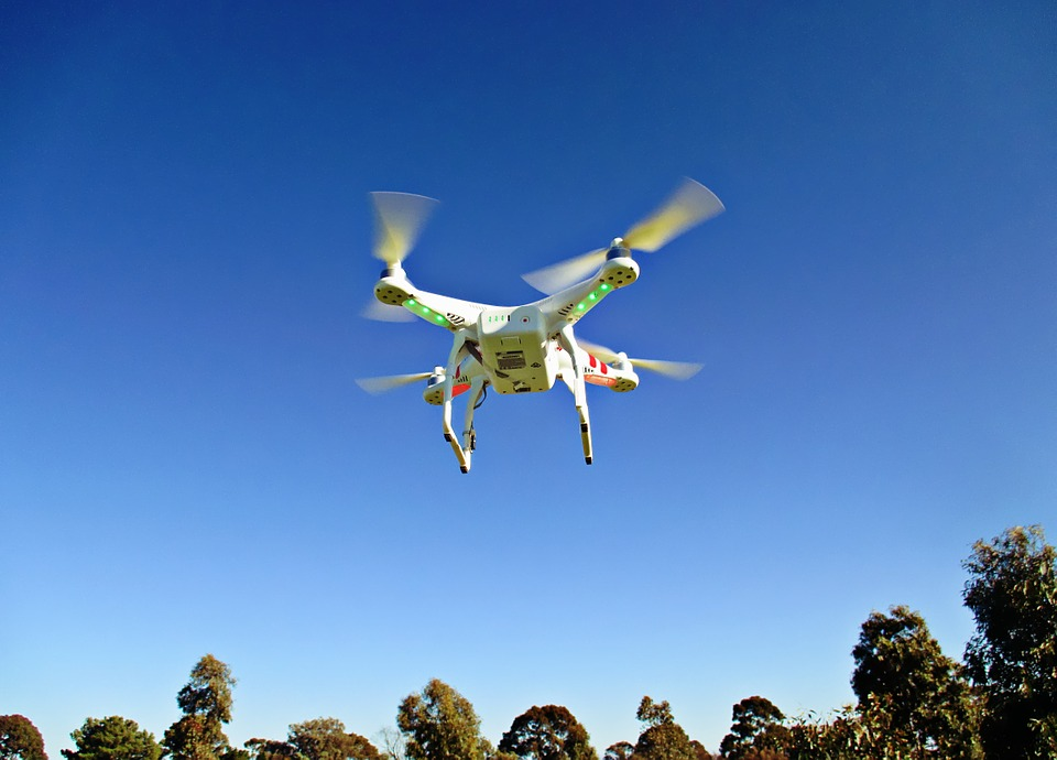 drone-792995_960_720