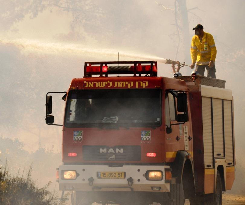 A KKL-JNF firetruck responding to blaze.