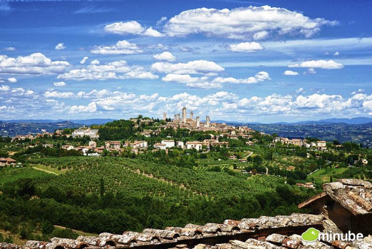 Farms Surrounding San Gimignano. Photo: Pablo Charin