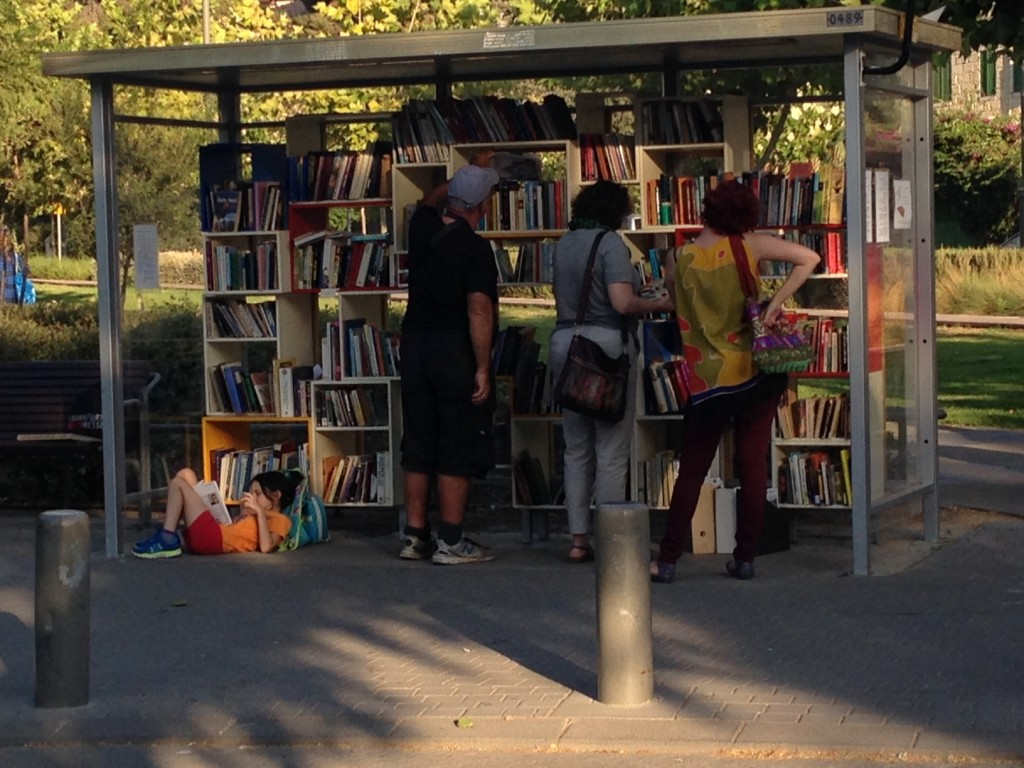 bus-stop-library