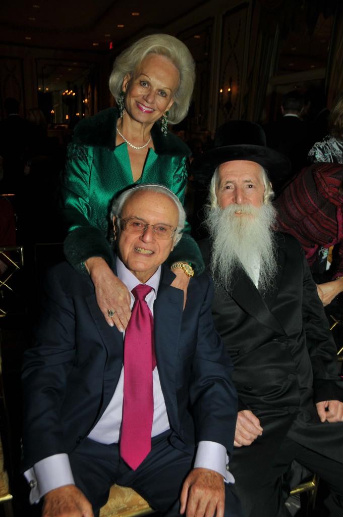 Ingeborg Rennert with Ira Rennert and Rabbi Yitzchak Dovid Grossman at Open University dinner. Photo by Tim Boxer