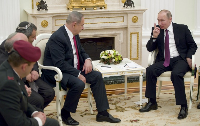 Russian President Vladimir Putin (R) speaks with Israeli Prime Minister Benjamin Netanyahu during their meeting in Moscow on March 9, 2017. Israel's prime minister is set to visit Moscow for talks with Russian President Vladimir Putin about security issues stemming from Iran's presence in neighbouring Syria. / AFP PHOTO / POOL / Pavel Golovkin