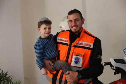 Hami Erlenger with his son.