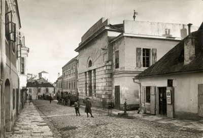 The synagogue in Eisenstadt. This one was built in 1832 or 33 and so is younger than Akiva. It was destroyed by the Nazis in November 1938. In the background, you can see the towers of Esterhazy Palace. The picture was taken around 1910 by Bruno Reiffenstein. (Wikimedia)