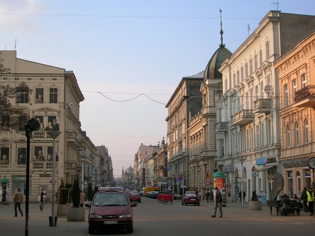 Piotrkowska Street in contemporary Łódź. Wikimedia.