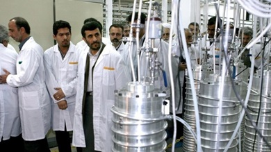 Presidente Mahmoud Ahmadinejad visita fábrica de enriquecimento de urânio em 2008 (Fonte: www.president.ir)