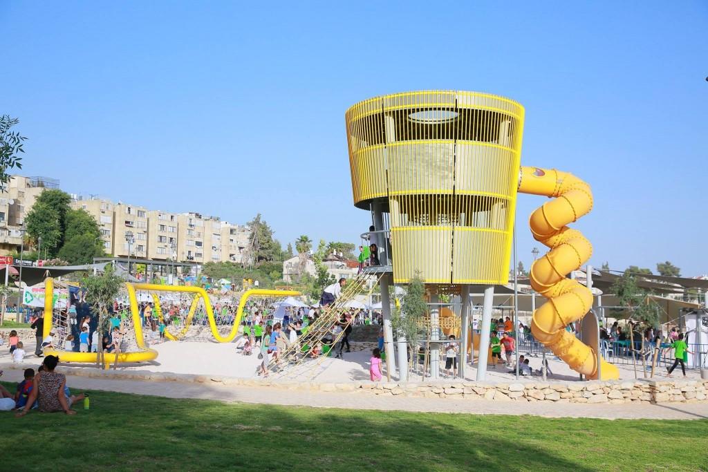 Neighborhood playground (Ir Ganim- Kiryat Menachem facebook page)