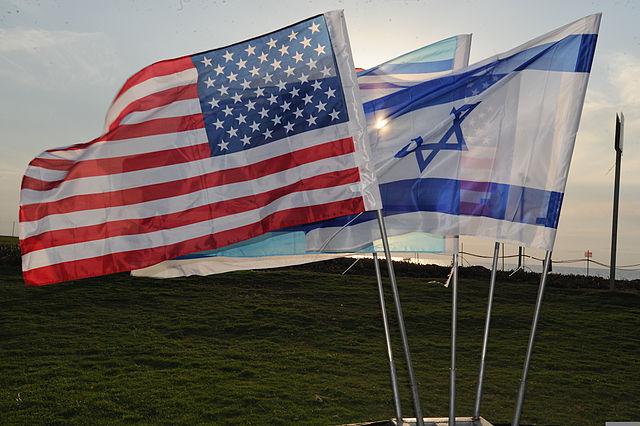 U.S. and Israeli flags. (Source: Maj Stephanie Addison / Wikimedia Commons)