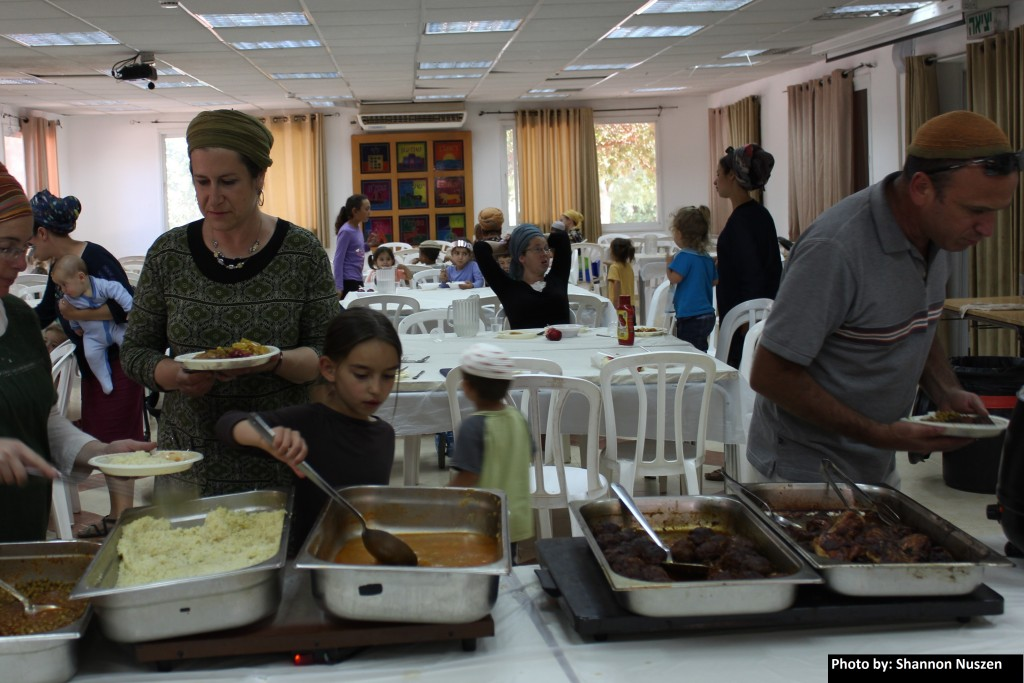 Eating hall for Amona families in Ofra midrasha