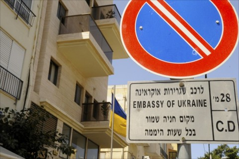 Bilingual sign reserves parking space for the Ukrainian Embassy fronting Yermiyahu Street in Tel Aviv. Photo: Larry Luxner