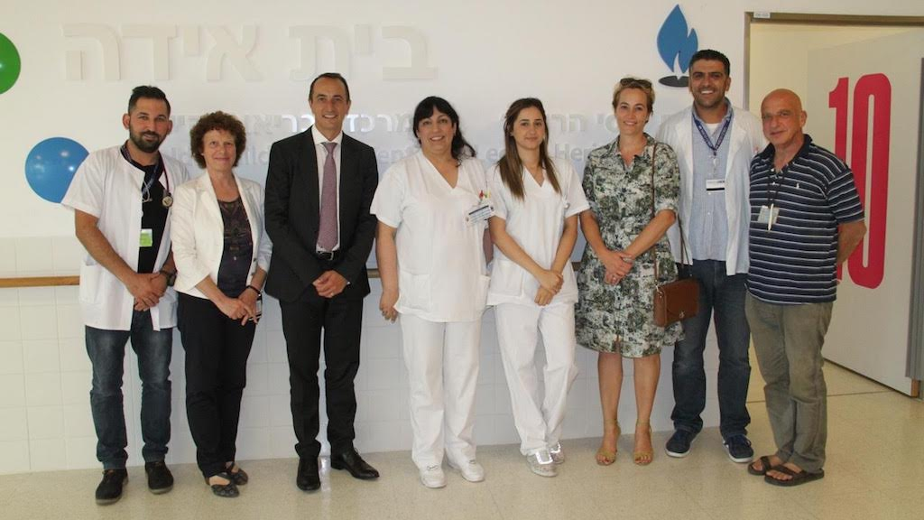 Amb. Dave Sharma posing with staff at Ziv Medical Centre, Safed (courtesy)