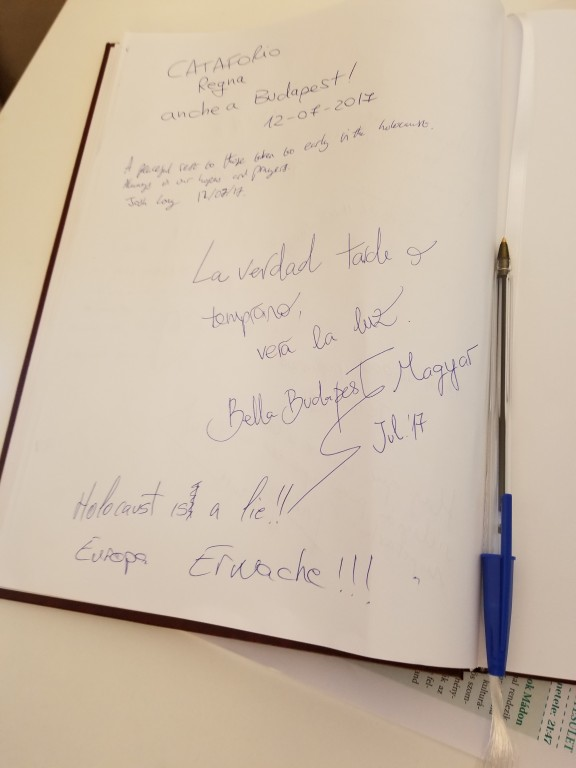 Hateful Hungarian comment written in the guest book of the Jewish museum located in Dohany Street Synagogue.